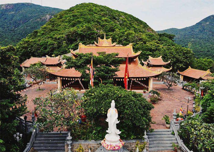 chùa núi một côn đảo