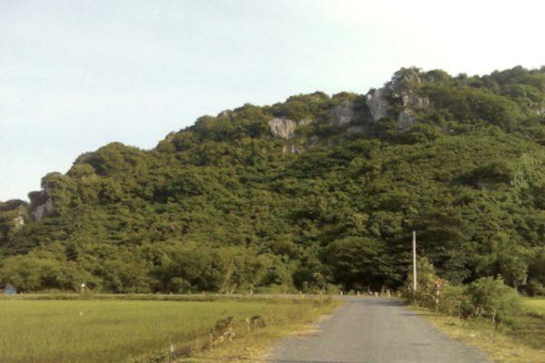 núi đá dựng 1