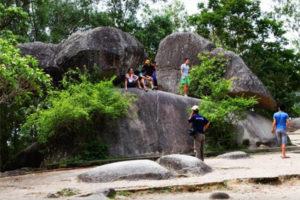 Hòn Trống Mái Sầm Sơn – Vẻ Đẹp Của Mối Tình Vĩnh Cửu