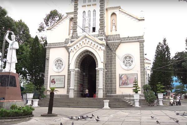nhà thờ huyền sỹ