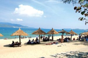 Chiêm Ngưỡng Vẻ Đẹp Hoang Sơ Bãi Biển Nhật Lệ Quảng Bình