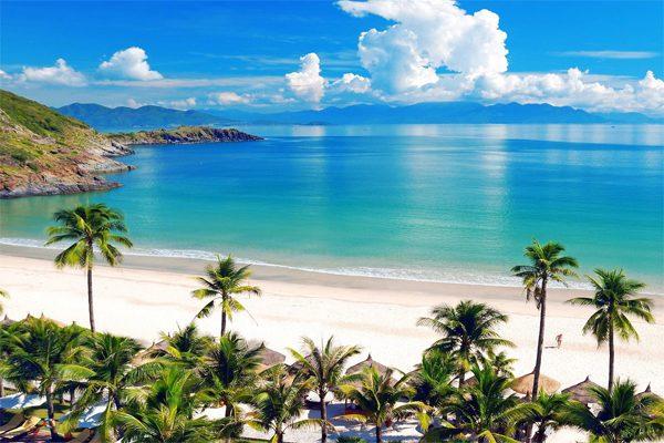 bãi biển vịnh nha trang