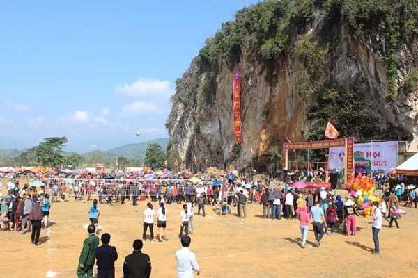 lễ hội hang bua 1