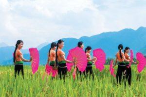 Múa Xoè Người Thái – Vũ Điệu Quyến Rũ Của Dân Tộc Thái Vùng Núi Tây Bắc