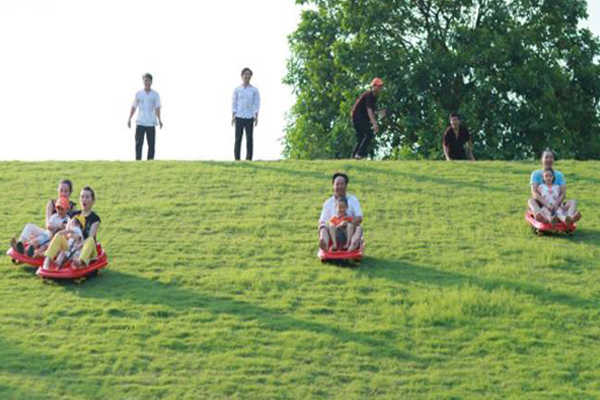 trượt cỏ đồng mô