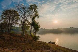 Khám Phá Hồ Bá Khoang – Viên Ngọc Bích Của Núi Rừng Tây Bắc