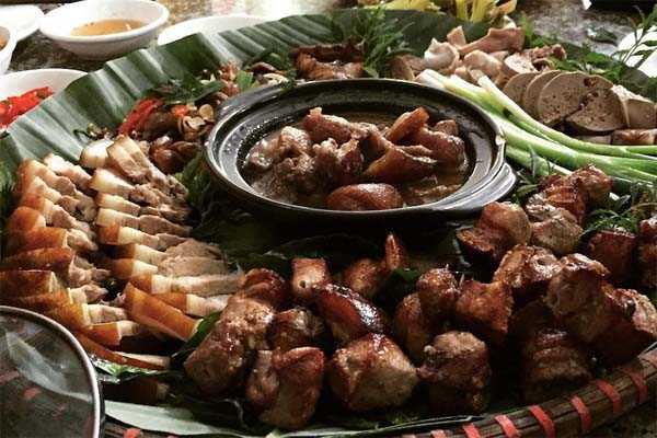 thịt lợn đen thui luộc