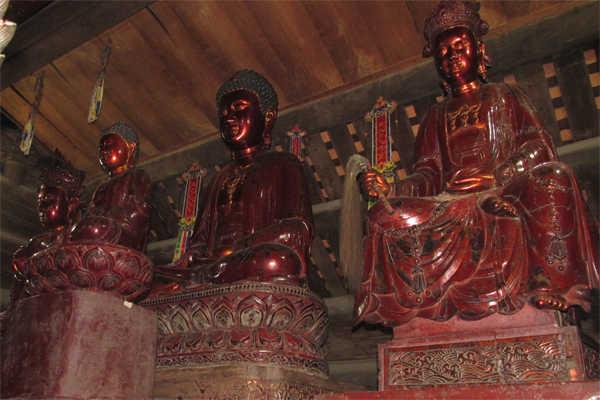 tượng tại chùa thầy