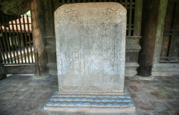 bia đá tại chùa keo