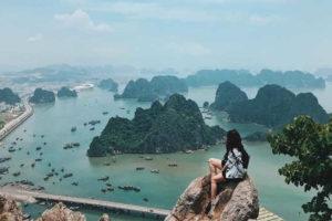 Khách Leo Núi Bài Thơ Bất Chấp Lệnh Cấm Tại Quảng Ninh