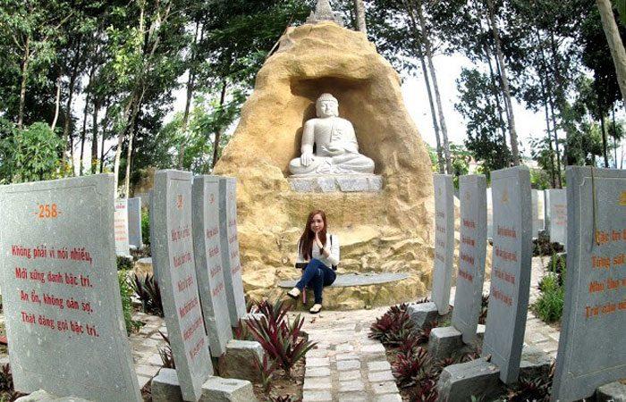 vườn kinh phật bằng đá